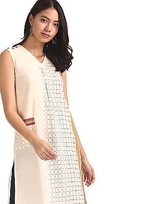 Karigari White Placement Print V-Neck Kurta