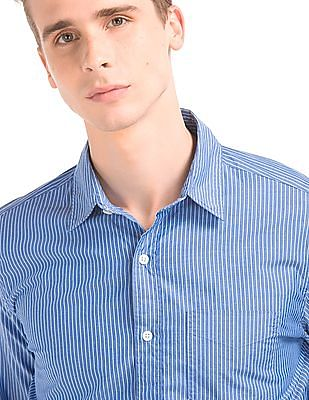 GAP Men Blue True Wash Pinstripe Standard Fit Shirt
